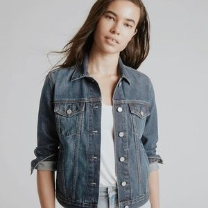• GAP • medium wash stretch denim jacket